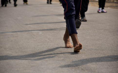 ウォーキングで踵から意識して歩くは正解か?